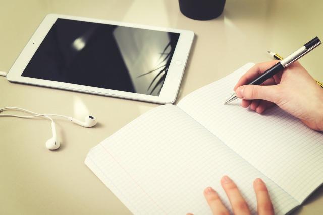 homework-3235100_1920.jpg